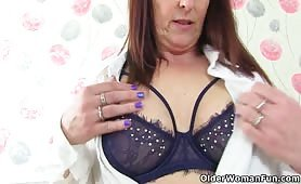British milf Beau Diamonds dildos her slippery fanny - e-porn.net